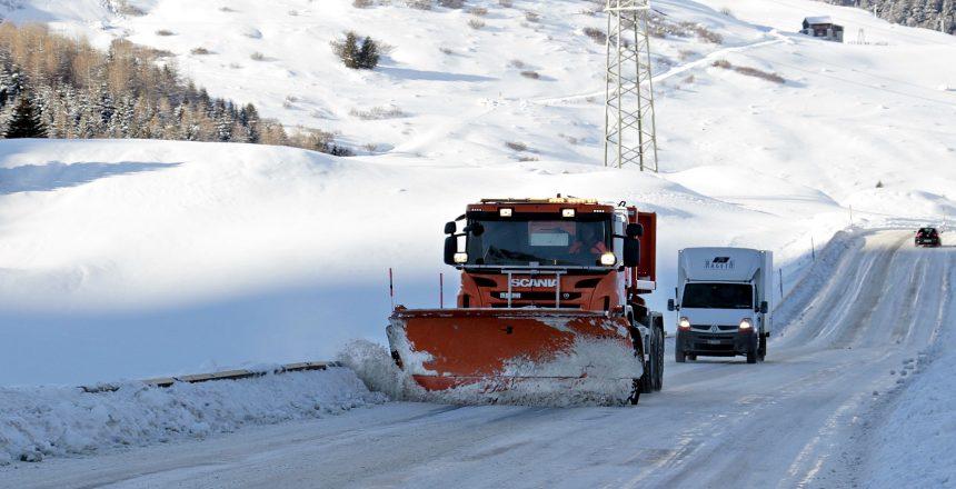 Neu_Straßenverkehr_Schnee_Schweiz